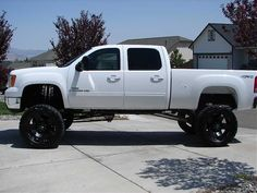 Lifted Chevy Duramax with black rims. Omg. Dying <3