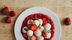 Tvarohové knedlíky s jahodami: bez mouky a bez cukru Raspberry, Strawberry, Paleo, Low Carb, Fruit, Recipes, Food, Recipies, Essen
