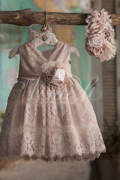 Βαπτιστικά ρούχα για κορίτσια καλέστε 2105157506 , μοναδική δαντέλα σε χρώμα της παλ της άμμου Baby Girl Frocks, Frocks For Girls, Baby Girl Dresses, Flower Girl Dresses, Toddler Girl Outfits, Kids Outfits, Baby Girl Fashion, Kids Fashion, Award Show Dresses