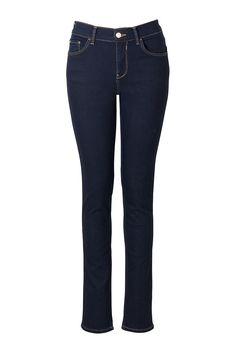 Jeans Slim-Fit    Jeans Jackie in 5-Pocket-Schnitt. Slim-Fit-Form in anschmiegsamer Qualität. Hat Gürtelschlaufen und lässt sich mit einem Knopf und Reißverschluss schließen. Sitzt etwas höher in der Taille. Schrittlänge in Gr. 38/M: 81 cm (32 inch).    Material: Denim  Passform: Slim Fit  Form: Slim Fit  Länge 2: 32 inch (81 cm)  Optik: Einfarbig  Obermaterial: 68% Baumwolle, 2% Elasthan, 30% ...