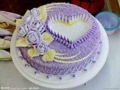 Dort krémový * narozeninový - zdobený srdcem a růžemi. Pretty Cakes, Beautiful Cakes, Amazing Cakes, Deco Cupcake, Cupcake Cakes, Buttercream Cake, Fondant Cakes, Bolo Fondant, Frosting
