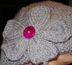 .:: Aprendendo Tricô ::.: Gorro + Flor com agulhas retas Magenta, Beanie, Hats, Bandanas, Diy And Crafts, Knitting For Beginners, Business Card Design, Beret, Breien
