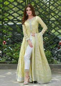Wedding Party Outfits Guest Hijab Trendy Ideas Source by outfits indian Indian Gowns, Indian Attire, Indian Outfits, Pakistani Wedding Outfits, Pakistani Dresses, Indian Designer Outfits, Designer Dresses, Pakistani Designer Clothes, Pakistani Designers