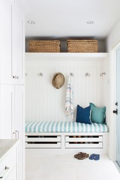 Beautiful Open Spaced, Fresh from the Beach Drop Station- Coastal Cottage Mud Room. I love the shoe drawers! Decoration Hall, Entryway Decor, Coastal Entryway, Entryway Ideas, Wall Decor, Wall Art, Small Mudroom Ideas, Entry Way Design, Luxury Interior Design