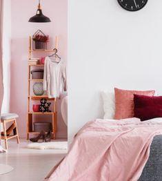Solution rêvée pour ranger tous vos vêtements, le dressing se propose désormais prêt à installer ou sur mesure. Avant d'en profiter, il vous faut choisir le lieu le plus approprié pour l'accueillir. Nous vous aidons à trouver une place de choix pour votre dressing de rêve !