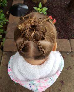 """14 curtidas, 1 comentários - Ema Toddlers Hairstyles (@blondehairncurls) no Instagram: """"4 ponytail braids into a high messy bun #blondehairncurls #messybun #braids"""""""