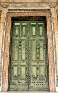 Original Bronze Door of Curia - Now in Lateran Basilica Beautiful Sites, Beautiful World, Beautiful Places, Roman Forum, Ancient Rome, Roman Empire, First Night, Italy Travel, Viajes