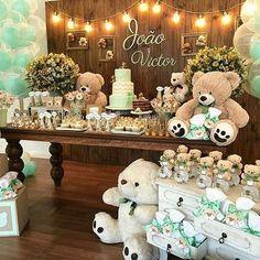 El color verde mente es una alternativa perfecta para decorar los detalles de la fiesta. Los osos son un elemento que le brinda a los espacios interés y un derroche de ternura. Los Osos blancos deben predominar en tamaño y color #babyshower #lolokidstore #boys #evedeso #eventdesignsource - posted by Lolo kids Store https://www.instagram.com/lolokidstore. See more Baby Shower Designs at http://Evedeso.com