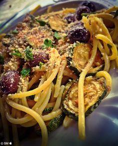 Spaghetti alla Palinurese Gli spaghetti di quelli buoni; zucchine quelle classiche dell'orto, né troppo grandi, né troppo piccole. Per le acciughe, si fa riferimento esplicito a quelle di Palinuro, splendida località di ...