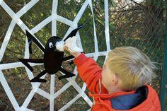"""Spiel """"Spinnen abschießen"""" ...super für Kleinkinder zu Halloween... game """"shoot the Spider"""" ...perfect for little kids (2013)"""