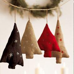 Sujets de noël en lin en forme de sapins de noël brodés d'étoiles / Subjects of linen Christmas in the shape of Christmas trees embroidered with stars