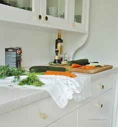 złote uchwyty z wszystkieuchwyty.pl - homelikeilike.com Kitchen Island, Sink, Gold, Home Decor, Island Kitchen, Sink Tops, Vessel Sink, Decoration Home, Room Decor