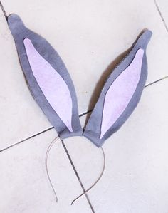 Make this DIY Bendy Bunny Ears Headband Craft for Easter bunny role play, or for dress-up! Learn how to make these jumbo bendy bunny ears - a fun Easter craft for moms to make for kids