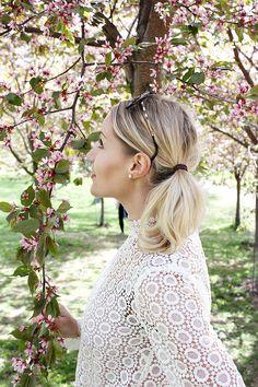 Karannut nukkekodista pitsipusero lace shirt summer cherry blossom kirsikankukka cherry tree kirsikkapuu