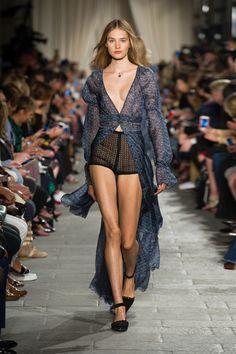 e-boutique Philosphy Lorenzo Serafini Fashion Oops, Girl Fashion, Fashion Show, Womens Fashion, Couture, All About Fashion, Sexy Legs, Sexy Women, Female