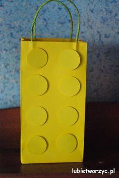 Paczka prezentowa w kształcie klocka LEGO (2)  #lubietworzyc #DIY #handmade #howto #preschool #kindergarten #instruction #instrukcja #jakzrobic #krokpokroku #przedszkole #dekoracje #decorations #paczkaprezentowa #prezent #paczka #presentbag #present #gift #LEGO #LEGOpresentbag