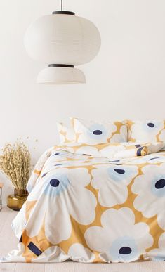 The classic Unikko pattern in beige, off white and blue blooms on this cotton duvet cover that measures 240 cm x 220 cm.Marimekko's famous poppy pattern Unikko was born in 1964 in a time when the design house's collections featured mostly abst Best Bedding Sets, Bedding Sets Online, Luxury Bedding Sets, Teen Bedding, Blue Bedding, Marimekko Bedding, Bed Linen Design, Bed Sets, Design Your Home