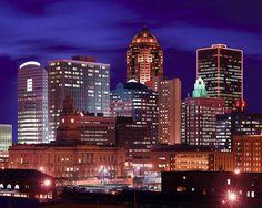 Des Moines @ night
