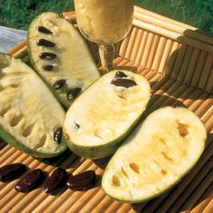 Pawpaw - Tastes like a banana. This productive tree will give you large, half-pound fruits Fruit Plants, Fruit Trees, Paw Paw Tree, Papaya Tree, New Fruit, Organic Fruit, Plantar, Farm Gardens, Avocado Egg