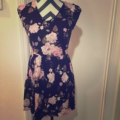 Bethany Mota Floral Dress Beautiful dress!! ⚡️⚡️⚡️FAST SHIPPING BUNDLE DISCOUNTS WILLING TO NEGOTIATE  SMOKE-FREE HOME I ALSO BUNDLE WITH @lv74 CHECK OUT HER CLOSET!  ⚠️⚠️⚠️WANT TO GET RID OF CLOSET FAST--MAKE AN OFFER!! ❤️❤️❤️IM A SUGGESTED USER ON POSH! Bethany Mota Dresses Mini