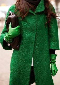 Emerald Green is the 2013 Pantone color of the year: emerald coat with green leather gloves Green Fashion, Look Fashion, Womens Fashion, Shades Of Green, Pink And Green, Emerald Green, Emerald City, Kelly Green, Bright Green