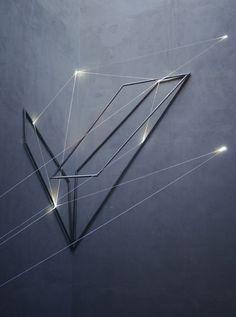 Carlo Bernardini, La Rivincita dell'Angolo 2011; fibre ottiche, acciaio inox (part.) mt h 18x3x4. MACRO Museo d'Arte Contemporanea di Roma.