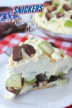 Snickers Caramel Apple Pie (No Bake) - lifeofawhisk.com