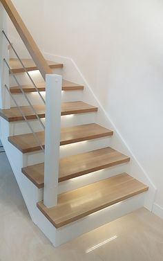 Small Staircase, Modern Stair Railing, Staircase Railings, Modern Staircase, Stairways, Home Stairs Design, Railing Design, Staircase Remodel, Staircase Makeover