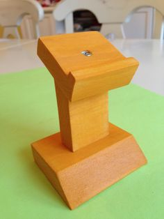 How to build a pinewood derby car stand
