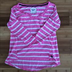 Abercrombie loose shirt A little boy longer in the back than the front . ***ask me about a bundle deal & all bundles also receive a free gift aside of the discount.CAN ONLY BE PURCHASED WITHIN A BUNDLE Abercrombie & Fitch Tops