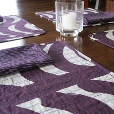 Quilted placemats • purple placemats * Marimekko napkins • Marimekko fabric • Rautasänky • modern placemats • placemat napkin set • table by Plumdacity on Etsy