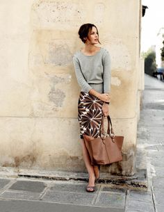 Elegant look. I like the patterned skirt, it's something I probably wouldn't normally reach out and try. I do like the greys and browns together, too.