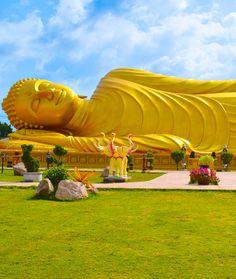 Proto Buddhism - The Original Teachings of the Buddha By Venerable Dr. Buddha Life, Buddha Art, Giant Buddha, Buddha Garden, Whole Earth, Buddha Painting, Scenic Photography, Buddhist Temple, Spiritual Awakening