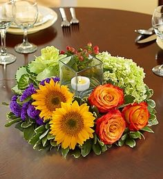 Harvest Glow Centerpiece #flowers #sunflowers #roses