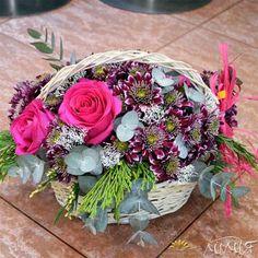 Кошница с хризантеми и рози