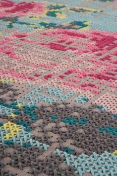 Sofás y alfombras de punto de cruz | Decoratrix | Decoración, diseño e interiorismo
