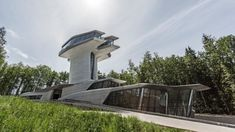 Video: Norman Foster Reflects on Zaha Hadid's Only Completed Private House, the Capital Hill House on the outskirts of Moscow. Futuristic Home, Futuristic Architecture, Architecture Design, Foster Architecture, Architecture Board, Zaha Hadid Architektur, Arquitectos Zaha Hadid, Zaha Hadid Design, Norman Foster