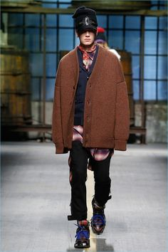 Dsquared2 perfects oversized cardigans and flannel shirts for its fall-winter 2017 men's collection.