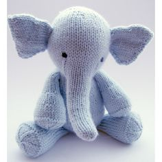 sweet knitted elephant (from magpie patterns) via bloesem kids