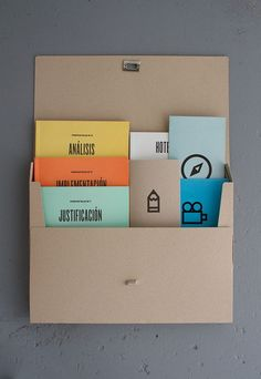 This would be a great design for a personal #stationery suite, all tucked in this cute box.: