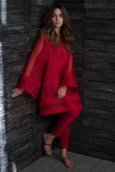 Hot red cotton net 2 piece Pakistani dress by Nida Azwer contemporary collection 2018 - Pakistani dresses Pakistani Fashion Casual, Pakistani Dresses Casual, Pakistani Dress Design, Indian Fashion, Kurti Pakistani, Indian Attire, Indian Outfits, Indian Dresses, Saris