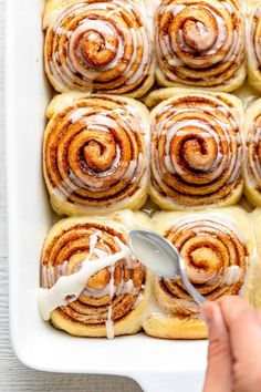 Treat yourself to the most delicious breakfast! These homemade vegan cinnamon rolls are so easy to make and are wonderfully fluffy and sweet. | Baked Goods | Vegan Treats | Vegan Breakfast Ideas | Christmas Breakfast Vegan Treats, Vegan Desserts, Vegan Recipes, Cooking Recipes, Homemade Breakfast, Vegan Breakfast, Breakfast Ideas, Breakfast Recipes, Vegan Cinnamon Rolls