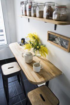 concept for fridge corner? if no window, could add shelves? Home Decor Kitchen, Kitchen Furniture, Kitchen Interior, New Kitchen, Home Kitchens, Home Furniture, Tiny Kitchens, Small Apartment Kitchen, White Shaker Kitchen
