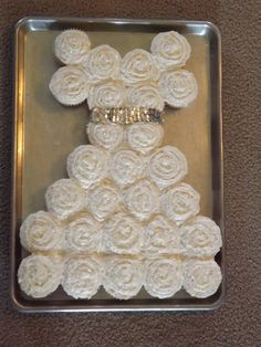 how do you put a wedding cake together cake made up of 25 or cupcakes i can t remember 15395