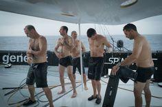 En changeant d'hémisphère à 01h 31' GMT (2h 31', heure française), l'équipage de Spindrift 2 est parvenu à passer sous la barre des 5 jours sur le parcours Ouessant-équateur !