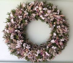 Green and White Dried Flower Wreath | The Prettiest Fall Wreaths Made From Dried Flowers