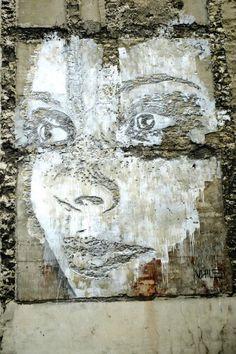 Vhils - street art - Paris 11, rue de la fontaine au roi (mai 2014)