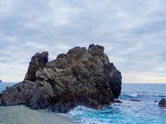 It's hard to see but I'm somewhere up at top there. Monterosso Cinque Terre . . . . . #travel #vacation #world #photography #instatravel #travelgram #travelphotography #discover #adventure #explore #worldtraveller #wanderlust #viaje #viajar #viaggio #viagem #travelphoto #travelpics #travelblog #travelblogger #blog #lppathfinders #lpfanphoto #mediterranean #italy #italia #cinqueterre #monterosso #beach #water