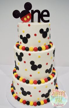Mickey Mouse First Birthday cake . Mickey mouse birthday cake recipes mickey mouse cake pan how to make a mickey mouse birthday Bolo Mickey E Minnie, Bolo Do Mickey Mouse, Festa Mickey Baby, Mickey Mouse Cake Topper, Fiesta Mickey Mouse, Mickey Mouse Parties, Disney Parties, Mickey Party, Mickey Mouse Cupcakes