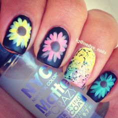 love the colorrs!! i want those on my nails<3